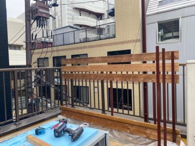 ウッドフェンス 取付け リフォーム 店舗屋上 神戸市 トラブラン