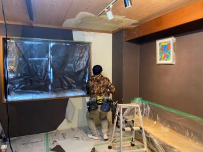 飲食店 客間天井 雨漏り 壁紙張替え 工事 神戸市 トラブラン