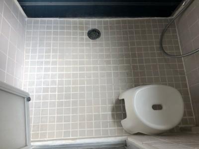浴室 タイル 床 シート貼り施工前 神戸市 トラブラン
