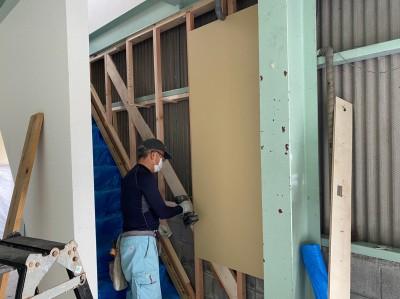 新事務所 リフォーム 階段補修 コンパネ貼り作業 神戸市 トラブラン