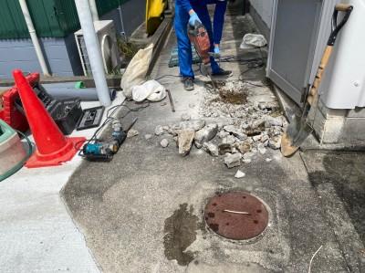 排水管 分岐 モルタル 斫り作業 神戸市 トラブラン