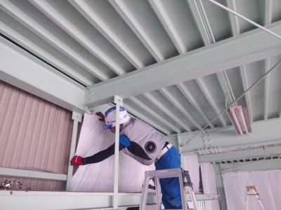 ホワイトシート 設置 作業中 天井 神戸市 トラブラン