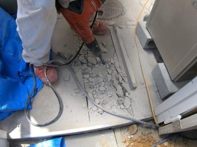 コンクリートはつり 排水マス 交換 神戸市 電気ドリル トラブラン