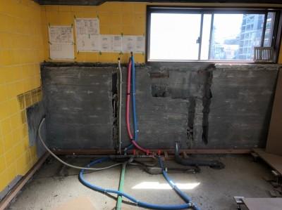 キッチンリフォーム 給水管 給湯管 ガス管 排水管 神戸市 トラブラン