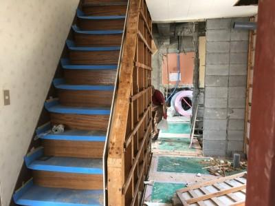 解体作業 間取りの変更 階段 リフォーム 神戸市 トラブラン