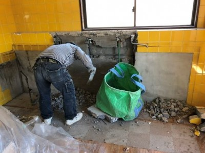 リフォーム 賃貸マンション キッチン 解体 神戸市 トラブラン