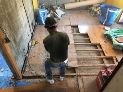 リフォーム 賃貸マンション ダイニング 床 解体 神戸市 トラブラン