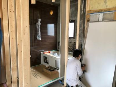 賃貸物件 浴室取替え工事 パネルを貼り LIXIL 神戸市 トラブラン