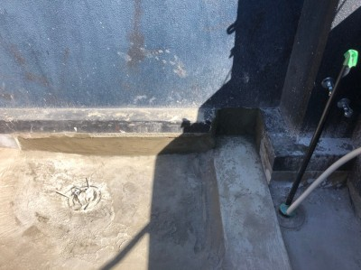 ベランダ モルタル 排水口設置 オーダー浴室 神戸市 トラブラン