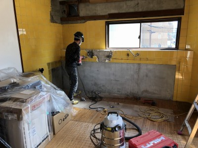 リフォーム 賃貸マンション キッチン取外し  解体 神戸市 トラブラン
