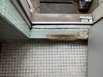 タイル浴室 修繕前 リフォーム 勝手口ドア 神戸市 トラブラン