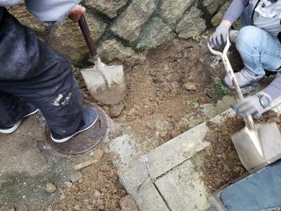 桝の交換工事 掘削作業 手掘り 塩ビ桝へ 垂水区 トラブラン