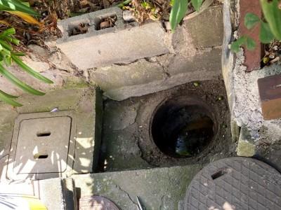 雨水桝 排水桝 マス コンクリート桝 交換前 水漏れ 神戸市 トラブラン