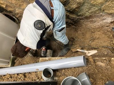 桝の設置 作業中 交換工事 水漏れ 神戸市 トラブラン