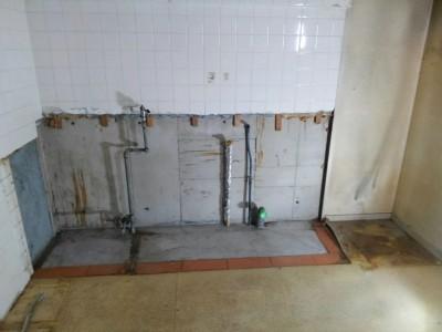 解体 撤去 工事 リフォーム キッチン 排水管 ガス管 神戸市 トラブラン
