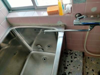 浴室 床 壁 コーキング劣化 剥がれ ビフォー 現場調査 神戸市 トラブラン