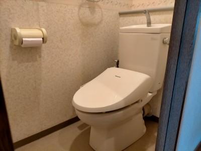 トイレ 壁紙 床 リフォーム前 交換工事 神戸市 トラブラン