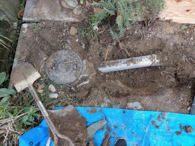 工事 交換 コンクリート桝 掘削 土 掘る 水道管 スコップ 住宅 排水桝 神戸市 トラブラン
