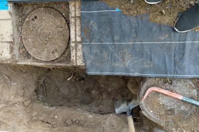 工事 交換 コンクリート桝 掘削 土 掘る マンホール スコップ 住宅 排水桝 神戸市 トラブラン