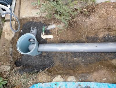 新しい部品 塩化ビニル製 排水桝 パイプ 接続 設置 工事 神戸 トラブラン