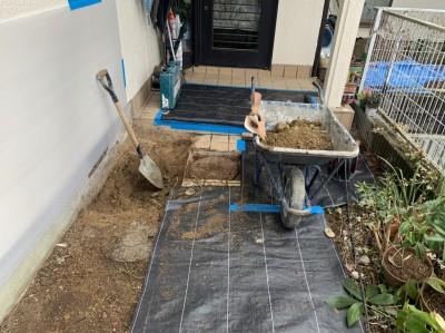 土の撤去 手掘り作業 コンクリート桝取替え 神戸市 トラブラン