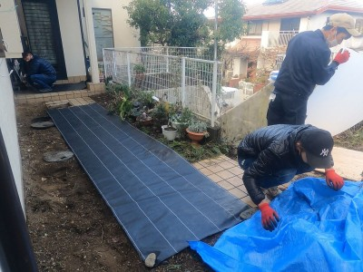 桝の交換工事 養生作業 ブルーシート 戸建て 神戸市 トラブラン