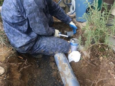 エスロン接着剤 パイプ接続 排水桝設置 取付け作業 神戸市 トラブラン