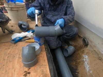 配管設置 接着剤 取付け作業 排水マス交換工事 神戸市 トラブラン