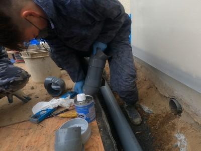 配管設置 接着剤 取付け作業 排水枡交換工事 神戸市 トラブラン