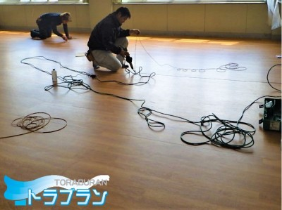 施設 床 補強 修繕 長尺シート シート貼り 神戸市 トラブラン