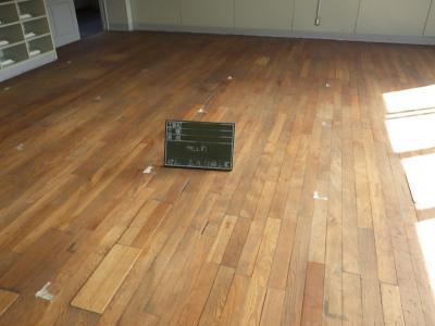 ビフォー 床 施設 木材 欠け 浮き 変色 劣化 神戸市 トラブラン