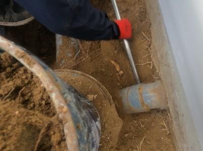 配管と桝の接続部分 工具 手掘り 桝の交換 神戸市 トラブラン