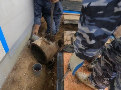 コンクリートます 取外し 作業中 塩ビ桝へ交換 工事 神戸市 トラブラン
