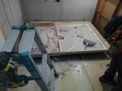 ユニットバスの解体作業 リフォーム マンション 神戸市 トラブラン