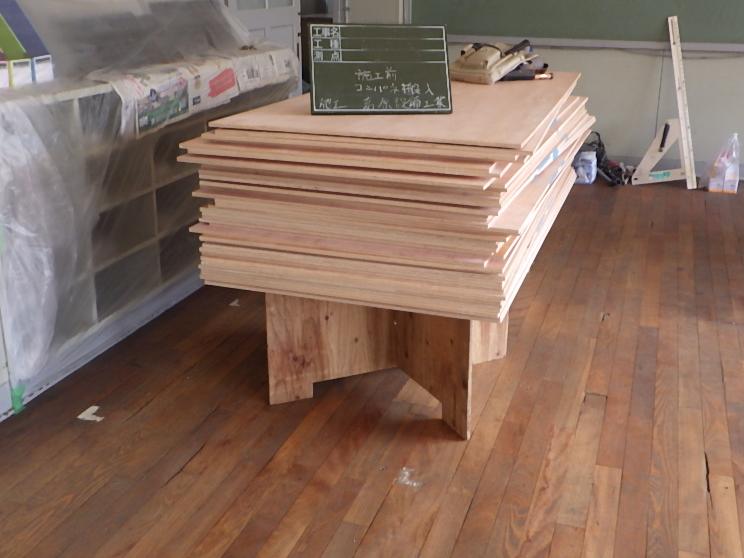 コンパネ 搬入 床 貼り 修繕 施設 神戸市 トラブラン