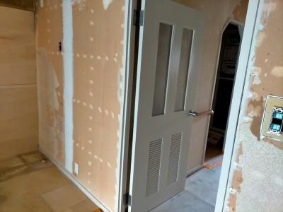 マンション 室内扉塗装 リフォーム リビング 神戸市 トラブラン