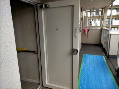 マンション 玄関扉 塗装補修 マンションリフォーム 神戸市 トラブラン