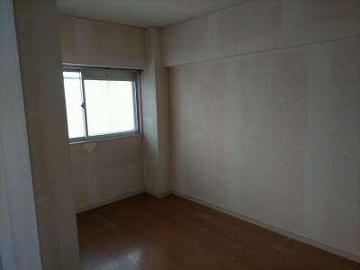 リフォーム前 納戸 部屋 壁紙張替え 賃貸マンション 神戸市 トラブラン