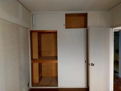 リフォーム前 納戸 部屋 壁紙張替え 押し入れ張替え 賃貸マンション 神戸市 トラブラン