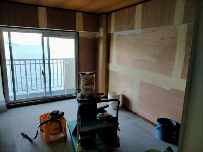 和室のリフォーム パテ作業 オーシャンビュー 神戸市 トラブラン