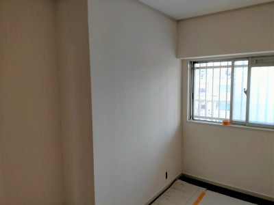 マンションリフォーム 壁紙張替え 納戸 部屋 神戸市 トラブラン