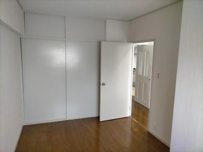洋室 納戸 リフォーム 扉 押し入れ 天袋 塗装 神戸市 トラブラン