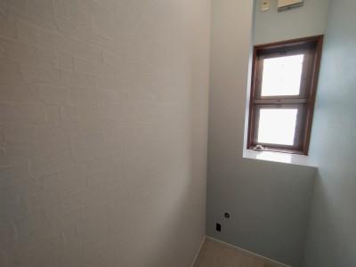 トイレ 壁紙 ツートンカラー 床 クッションフロア FC 張替え 戸建て 神戸市 トラブラン